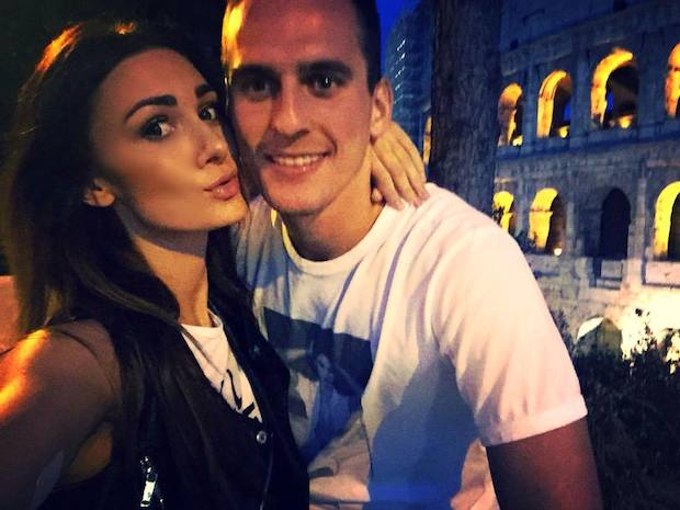 Arkadiusz Milik with hot, Single