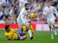 real-madrid-midfielder-isco-is-tackled-by-las-palmas-vicente-gomez
