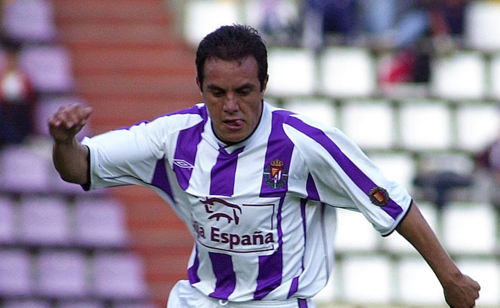 4 Nov 2001: Cuauthemoc Blanco of Valladolid in action during the Primera Liga match between Valladolid and Villarreal, played at the Jose Zorrilla Stadium, Valladolid. DIGITAL IMAGE Mandatory Credit: Firo Foto/ALLSPORT