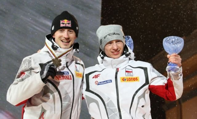 Adam_Małysz,_Kamil_Stoch_Oslo_2011_medal_ceremony_(men_individual,_normal_hill)