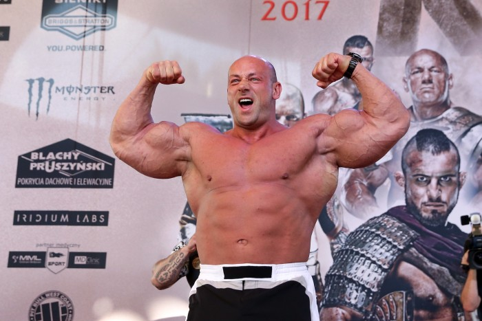WARSZAWA 26.05.2017 OFICJALNE WAZENIE PRZEG GALA KSW 39 COLLOSEUM --- OFFICIAL WEIGHTING BEFORE KSW 39 COLLOSEUM IN WARSAW ROBERT BURNEIKA FOT. PIOTR KUCZA/ 400mm.pl