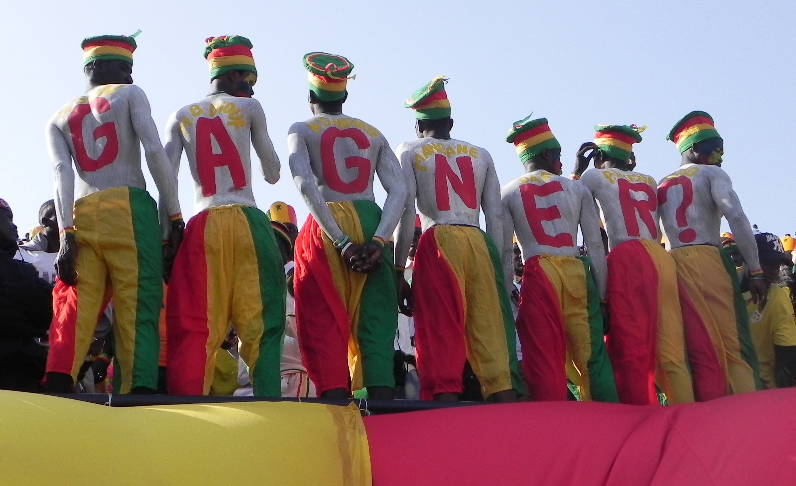 senegal-fans-ask-for-victory