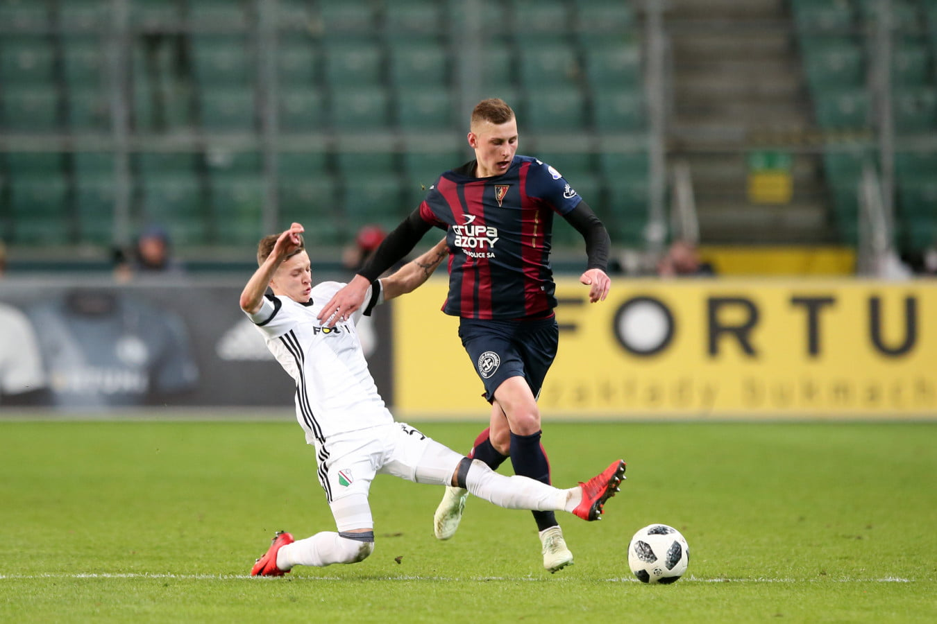 WARSZAWA 07.04.2018 MECZ 30. KOLEJKA LOTTO EKSTRAKLASA SEZON 2017/18 --- POLISH FOOTBALL TOP LEAGUE MATCH IN WARSAW: LEGIA WARSZAWA - POGON SZCZECIN 3:0 SEBASTIAN SZYMANSKI JAKUB PIOTROWSKI FOT. PIOTR KUCZA/ 400mm.pl
