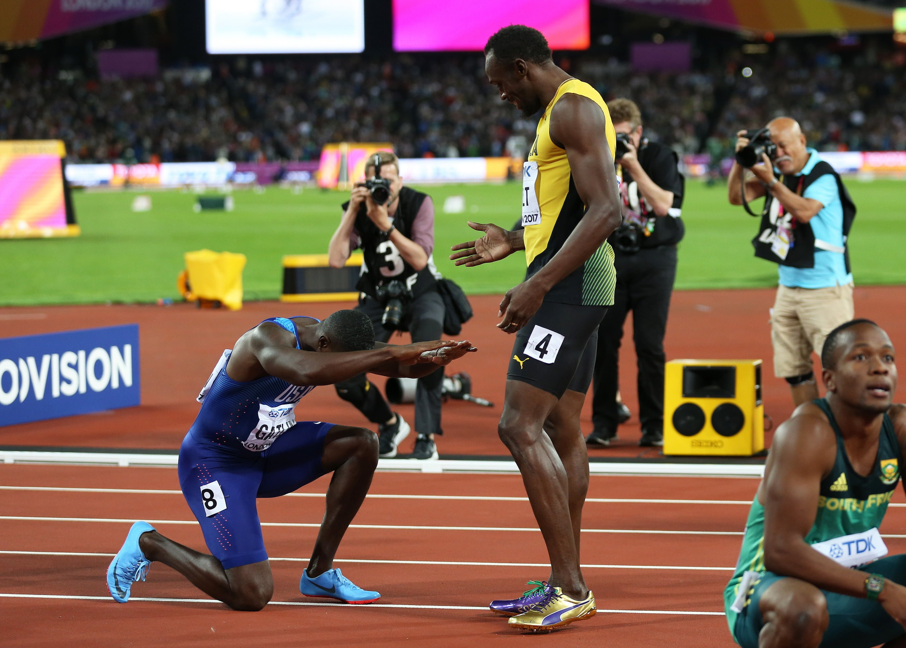 August 5th 2017, London Stadium, East London, England; IAAF World Championships; Day 2; Justin Gatlin of USA bows down to Usain Bolt of Jamaica in respect to the Jamaican runner after the American beats Usain Bolt of Jamaica to be crowned champion of the men's 100 metres final ***** 2017.08.05, Mistrzostwa swiata w lekkiej atletyce fot. John Patrick Fletcher / Actionplus / Foto Olimpik / POLAND ONLY !!! --- Newspix.pl *** Local Caption *** www.newspix.pl mail us: info@newspix.pl call us: 0048 022 23 22 222 --- Polish Picture Agency by Ringier Axel Springer Poland