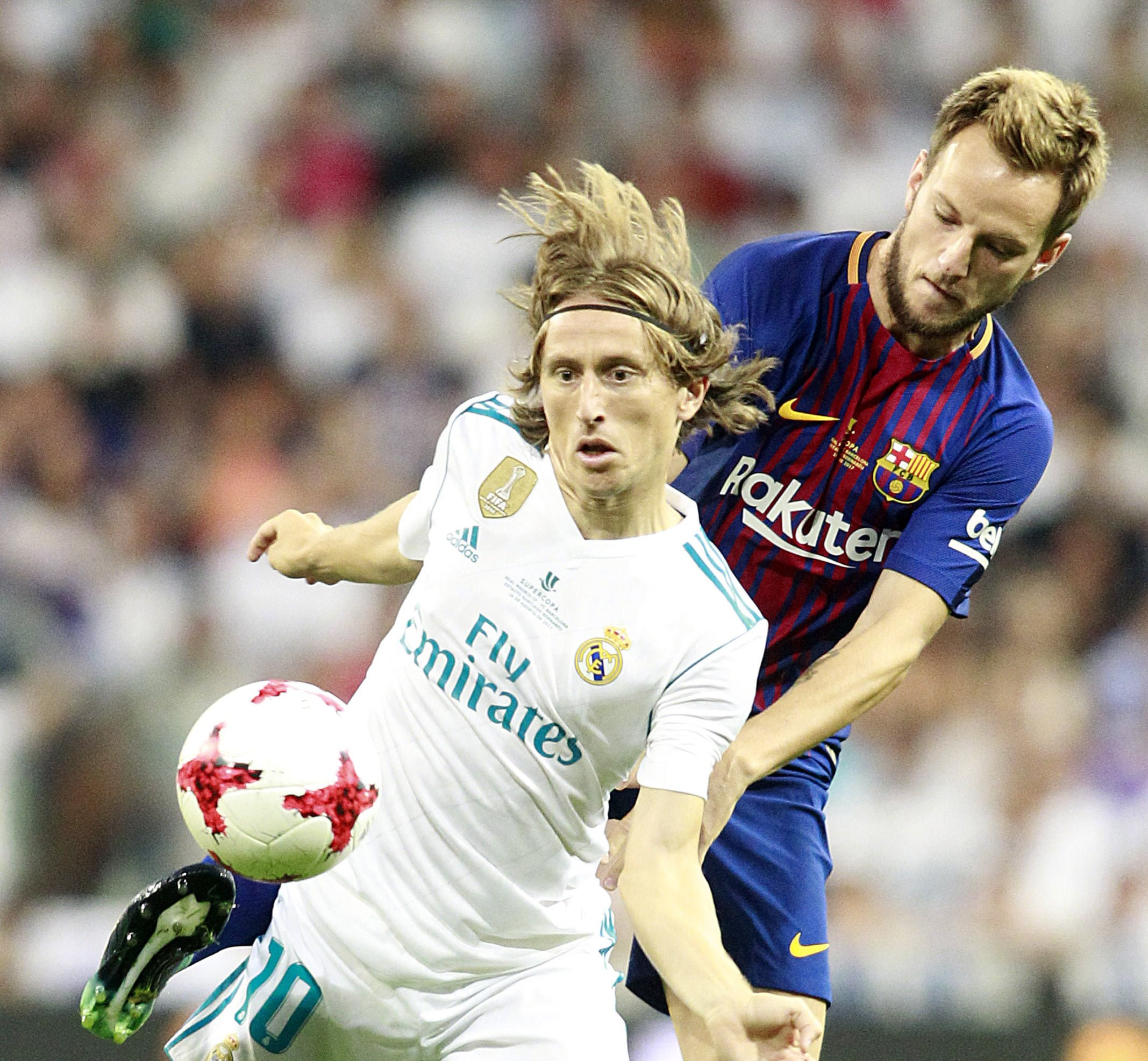 Real Madrid's Luka Modric (l) and FC Barcelona's Ivan Rakitic during Supercup of Spain 2nd match in Madrid, Spain, on August 16, 2017. Photo by Acero/Alterphotos/ABACAPRESS.COM FOT. ABACAPRESS.COM / NEWSPIX.PL POLAND ONLY !!! --- Newspix.pl