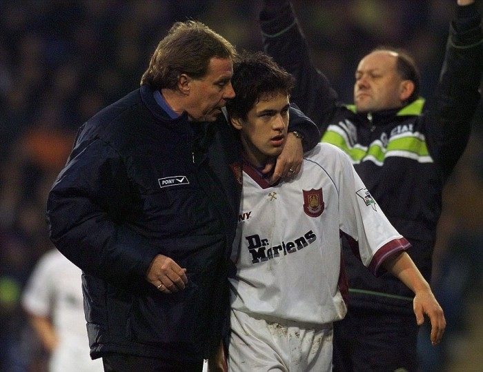 Wimbledon v West Ham. PREMIER LEAGUE, PIC ANDY HOOPER. HARRY REDKNAP HUGGS SUBSTITUTED JOE COLE