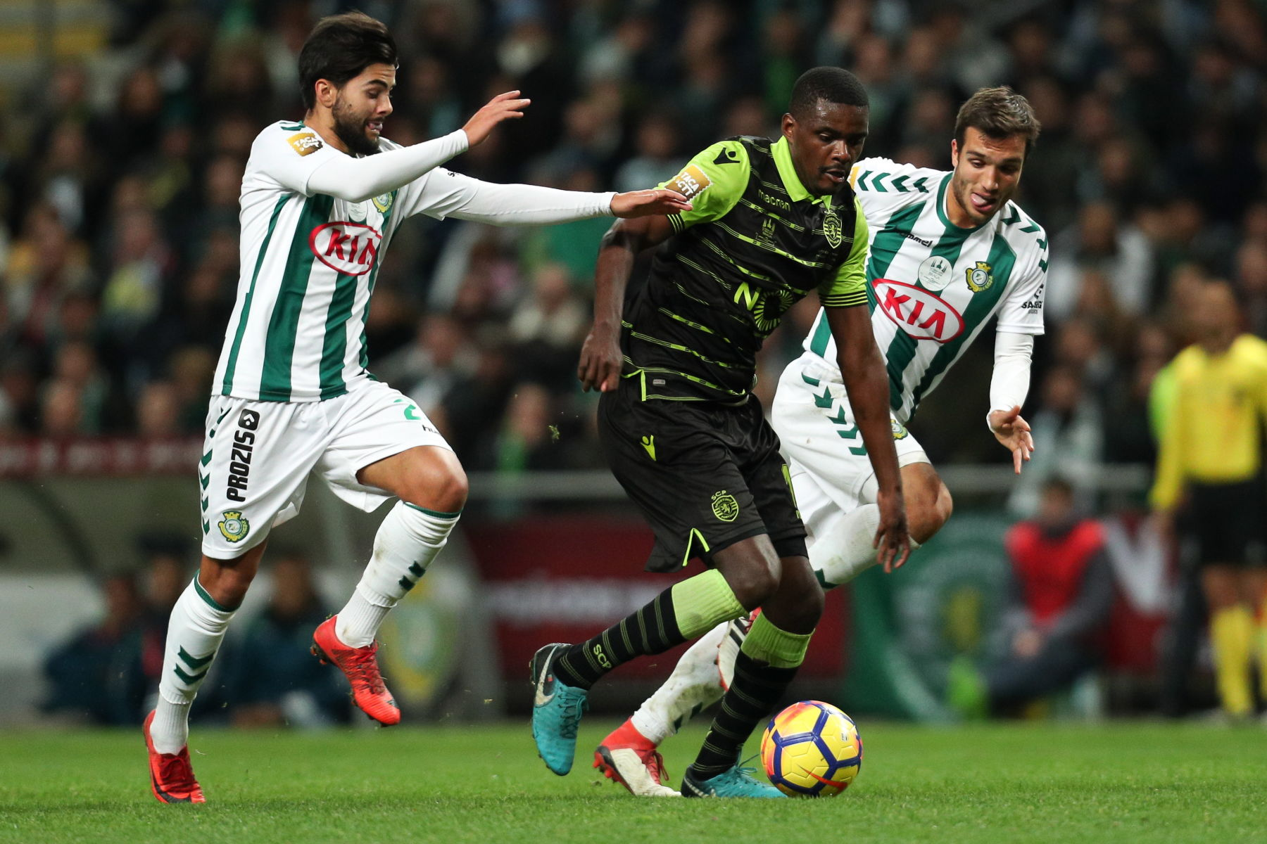 January 27, 2018 - Braga, Braga, Portugal - Sporting's Portuguese midfielder William Carvalho (C) in action with Setubal's Portuguese forward Joao Amaral (L) and Setubal's Portuguese midfielder Tomas Podstawski (R) during the Portuguese League Cup 2017/18 Final, match between Vitoria FC and Sporting CP, at Municipal de Braga Stadium in Braga on January 27, 2018. (Credit Image: © Dpi/NurPhoto via ZUMA Press) PUCHAR LIGI PORTUGALSKIEJ PILKA NOZNA SEZON 2017/2018 FOT.ZUMA/NEWSPIX.PL POLAND ONLY!!! --- Newspix.pl *** Local Caption *** www.newspix.pl mail us: info@newspix.pl call us: 0048 022 23 22 222 --- Polish Picture Agency by Ringier Axel Springer Poland