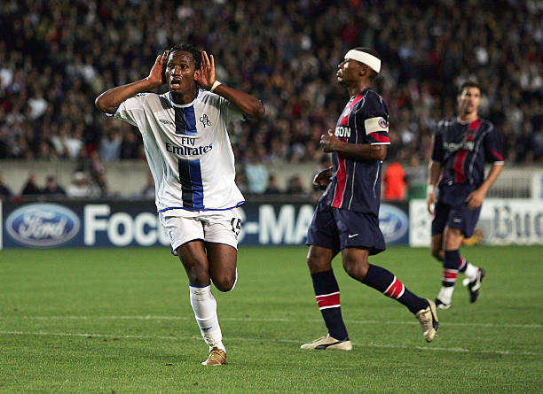 PARIS - SEPTEMBER 14: Didier Drogba of Chelsea celebrates scoring their second goal during the UEFA Champions League Group H match between Paris Saint-Germain and Chelsea at Parc Des Princes on September 14, 2004 in Paris. (Photo by Shaun Botterill/Getty Images)
