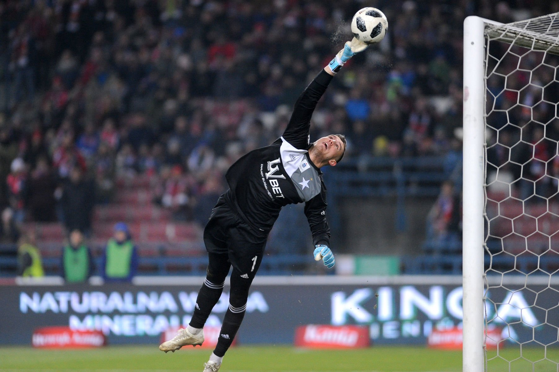 2018.12.21 Krakow Pilka nozna , Lotto Ekstraklasa , sezon 2018/2019 Wisla Krakow - Lech Poznan N/z Mateusz Lis Foto Krzysztof Porebski / PressFocus/NEWSPIX.PL 2018.12.21 Krakow Football , polish Lotto Ekstraklasa , 2018/19 season Wisla Krakow - Lech Poznan Mateusz Lis Credit: Krzysztof Porebski / PressFocus --- Newspix.pl *** Local Caption *** www.newspix.pl mail us: info@newspix.pl call us: 0048 022 23 22 222 --- Polish Picture Agency by Ringier Axel Springer Poland