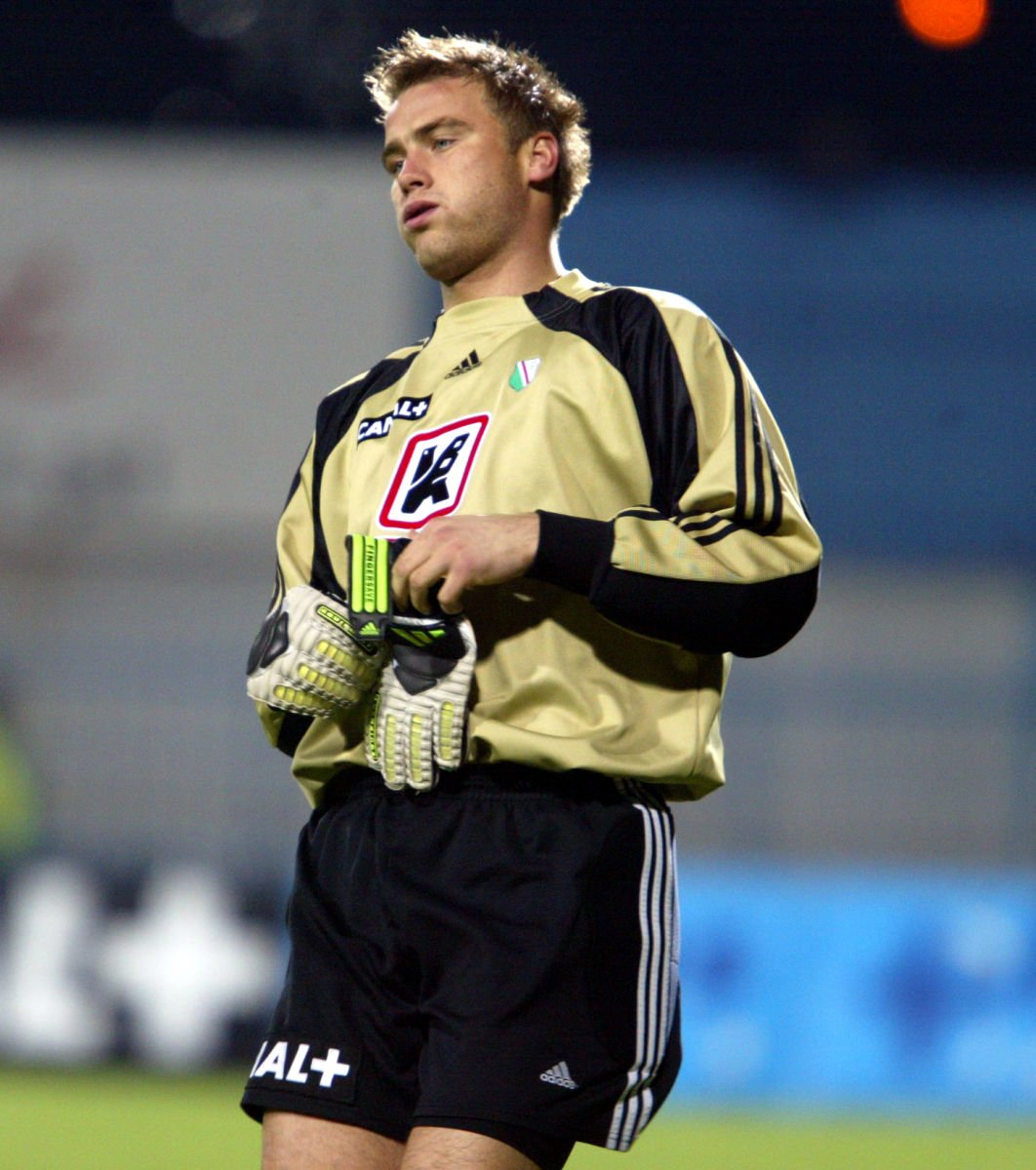 PILKA NOZNA WISLA PLOCK LEGIA WARSZAWA WYNIK 0:2 19/10/2002 DWA PAWEL BORUC FOT. PIOTR NOWAK --- Newspix.pl *** Local Caption *** www.newspix.pl mail us: info@newspix.pl call us: 0048 022 23 22 222 --- Polish Picture Agency by Axel Springer Poland