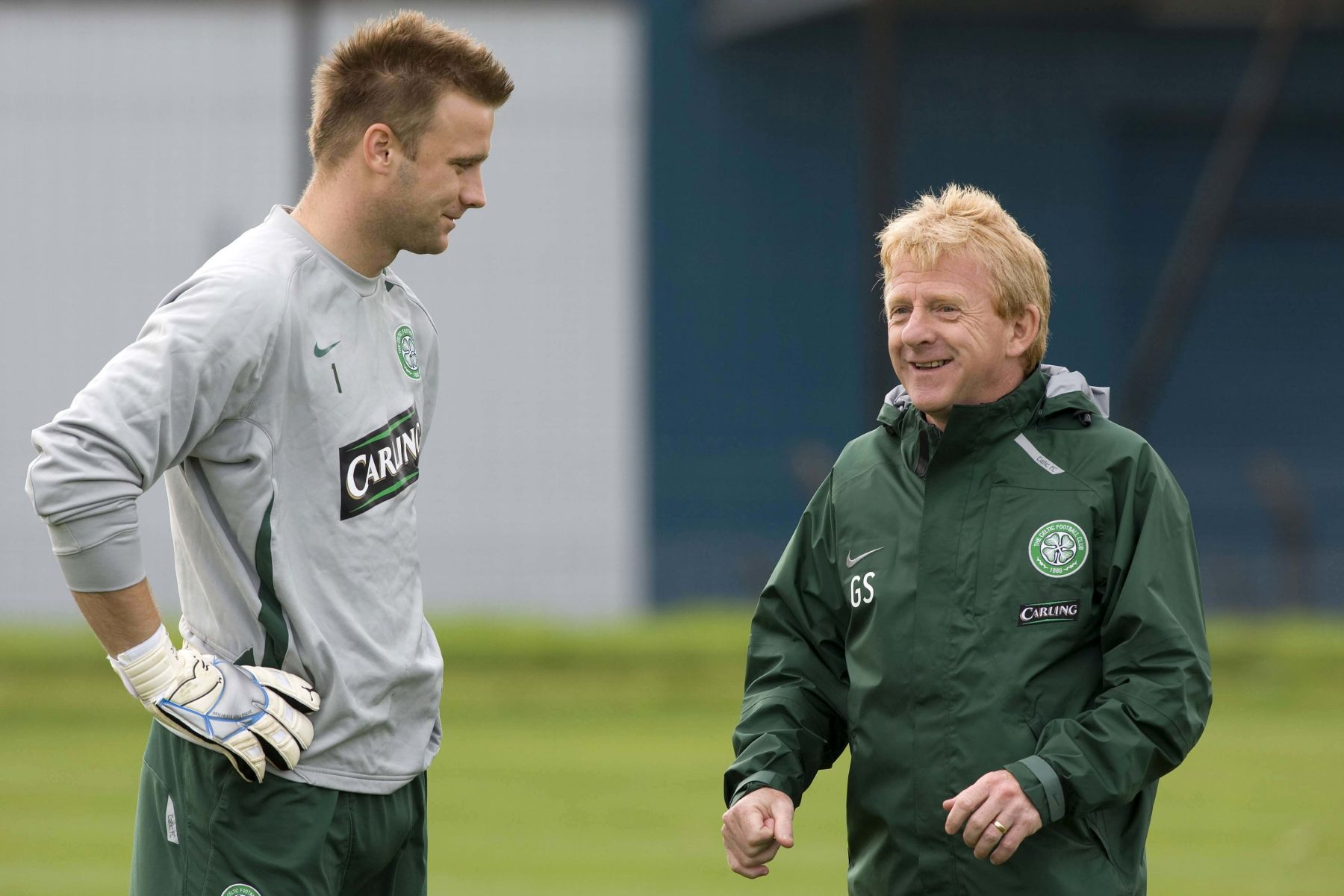 31/08/07 CELTIC TRAINING BARROWFIELD - GLASGOW Celtic manager Gordon Strachan (right) is pleased with the efforts of goalkeeper Artur Boruc in securing Champions League qualification / Newspix.pl