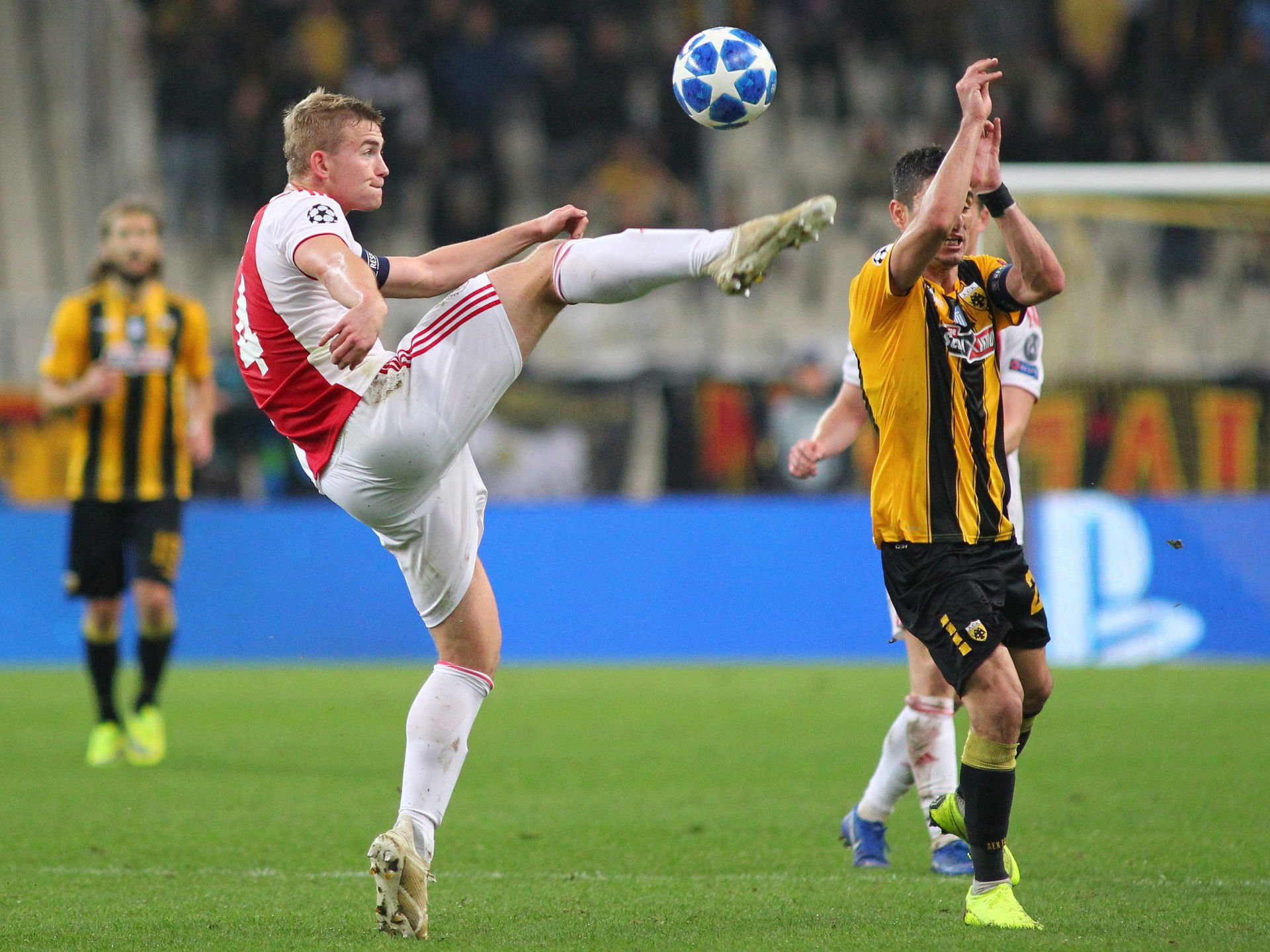 27.11.2018, Olympiastadion Athen, Athen, GRE, UEFA CL, AEK Athen vs Ajax Amsterdam, 5. Runde, im Bild Petros Mantalos of AEK Athens and Matthijs De Ligt of Ajax Amsterdam // Petros Mantalos of AEK Athens and Matthijs De Ligt of Ajax Amsterdam during the UEFA Champions League 5th round match between AEK Athen and Ajax Amsterdam at the Olympiastadion Athen in Athen, Greece on 2018/11/27. EXPA Pictures © 2018, PhotoCredit: EXPA/ Focus Images/ Yannis Halas *****ATTENTION - for AUT, GER, FRA, ITA, SUI, POL, CRO, SLO only***** FOT. EXPA / NEWSPIX.PL AUSTRIA, Italy, Spain, Slovenia, Serbia, Croatia, Germany, UK, USA and Sweden OUT! --- Newspix.pl *** Local Caption *** www.newspix.pl mail us: info@newspix.pl call us: 0048 022 23 22 222 --- Polish Picture Agency by Ringier Axel Springer Poland