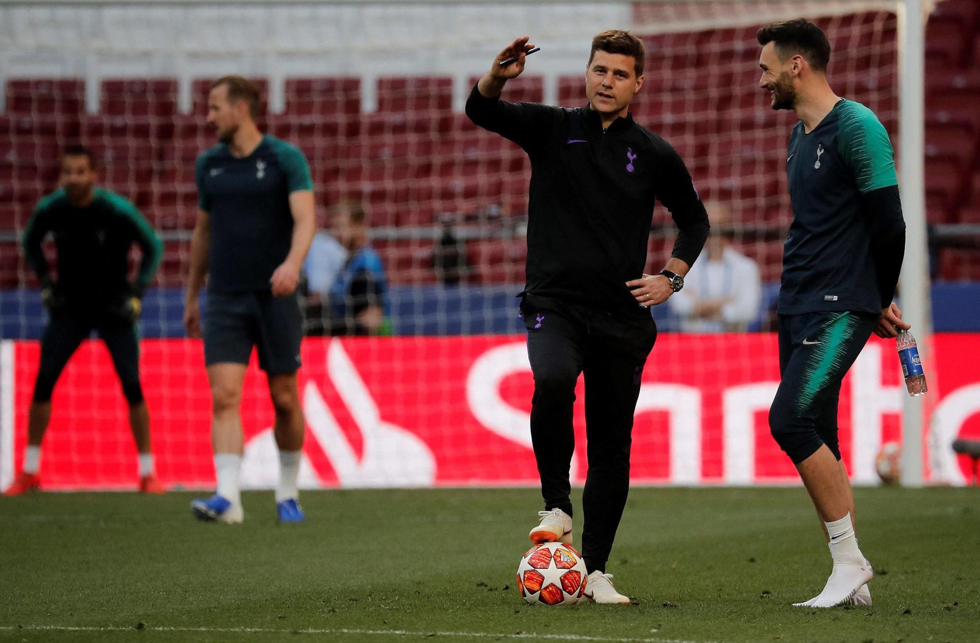 MADRID, SPAIN - MAY 31 : Head coach of Tottenham Mauricio Pochettino and goalkeeper Hugo Lloris (R) are seen during a training session of his team ahead of UEFA Champions League Final match between Tottenham Hotspur and Liverpool at Wanda Metropolitano Stadium on May 31, 2019 in Madrid, Spain. Burak Akbulut / Anadolu Agency/ABACAPRESS.COM FOT. ABACA / NEWSPIX.PL POLAND ONLY !!! --- Newspix.pl *** Local Caption *** www.newspix.pl mail us: info@newspix.pl call us: 0048 022 23 22 222 --- Polish Picture Agency by Ringier Axel Springer Poland