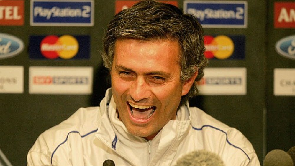 Jose-Mourinho-laughing-press-conference-Chelsea-first-spell