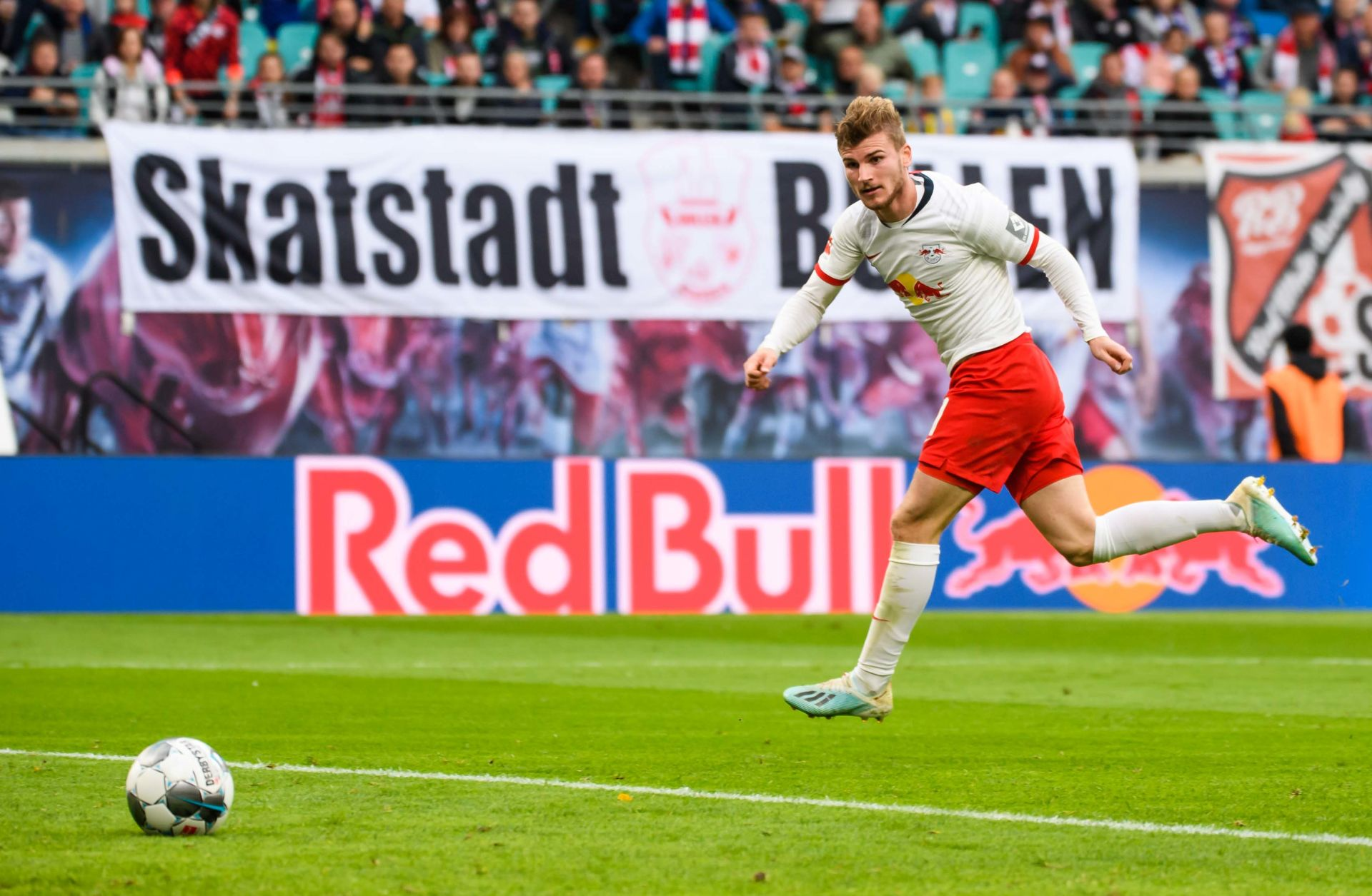 LEIPZIG, Oct. 20, 2019 Timo Werner of Leipzig takes a scoring shot during a 2019-2020 season German Bundesliga match between RB Leipzig and VfL Wolfsburg in Leipzig, Germany, Oct. 19, 2019. (Photo by Kevin Voigt/Xinhua) (Credit Image: © Kevin Voigt/Xinhua via ZUMA Wire) PILKA NOZNA SEZON 2019/2020 LIGA NIEMIECKA FOT. ZUMA/NEWSPIX.PL POLAND ONLY! --- Newspix.pl *** Local Caption *** www.newspix.pl mail us: info@newspix.pl call us: 0048 022 23 22 222 --- Polish Picture Agency by Ringier Axel Springer Poland