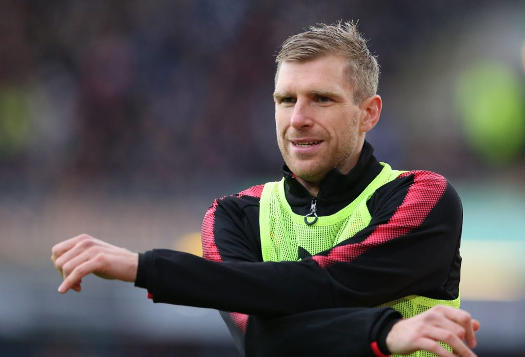 26.11.2017, Turf Moor, Burnley, ENG, Premier League, FC Burnley vs FC Arsenal, 13. Runde, im Bild Per Mertesacker of Arsenal warms up // Per Mertesacker of Arsenal warms up during the English Premier League 13th round match between FC Burnley and FC Arsenal at the Turf Moor in Burnley, Great Britain on 2017/11/26. EXPA Pictures © 2017, PhotoCredit: EXPA/ Focus Images/ Simon Moore *****ATTENTION - for AUT, GER, FRA, ITA, SUI, POL, CRO, SLO only***** LIGA ANGIELSKA SEZON 2017/2018 PILKA NOZNA FOT. EXPA/NEWSPIX.PL POLAND ONLY !!! --- Newspix.pl *** Local Caption *** www.newspix.pl mail us: info@newspix.pl call us: 0048 022 23 22 222 --- Polish Picture Agency by Ringier Axel Springer Poland
