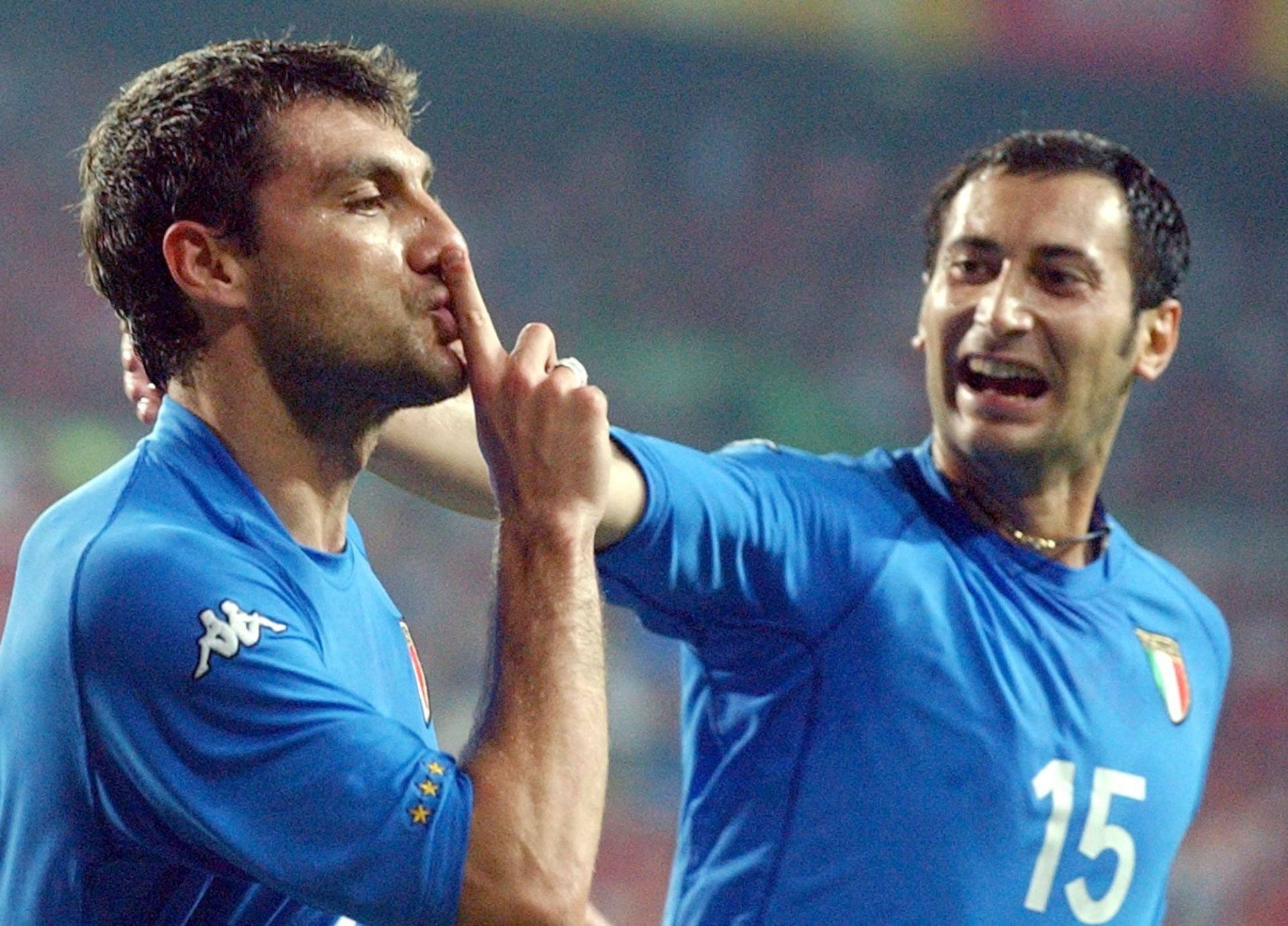 Italian forward Christian Vieri (L) celebrates his goal against South Korea with team-mate Mark Iuliano which gives the Italians a 1-0 lead over the World Cup hosts. However, South Korea sensationally wins their World Cup round of 16 match against heavily favoured Italy on 18 June 2002 in Daejeon with a golden goal by a final score of 2-1. The game was tied 1-1 after regulation. (Credit Image: © DPA/ZUMA Press) PILKA NOZNA MISTRZOSTWA SWIATA KOREA POLUDNIOWA - WLOCHY FOT. ZUMA/NEWSPIX.PL POLAND ONLY! --- Newspix.pl *** Local Caption *** www.newspix.pl mail us: info@newspix.pl call us: 0048 022 23 22 222 --- Polish Picture Agency by Ringier Axel Springer Poland