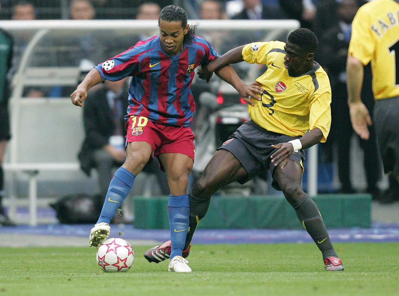 RONALDINHO, KOLO TOURE FC BARCELONA - ARSENAL LONDYN FC 2-1 PILKA NOZNA, FINAL LIGI MISTRSZOW UEFA (CHAMPIONS LEAGUE FINAL) PARYZ 17.05.2006 - STADE DE FRANCE (SAINT - DENIS) FOTO LUKASZ GROCHALA - AGENCJA PRZEGLAD SPORTOWY / FRANCJA --- Newspix.pl *** Local Caption *** www.newspix.pl mail us: info@newspix.pl call us: 0048 022 23 22 222 --- Polish Picture Agency by Axel Springer Poland