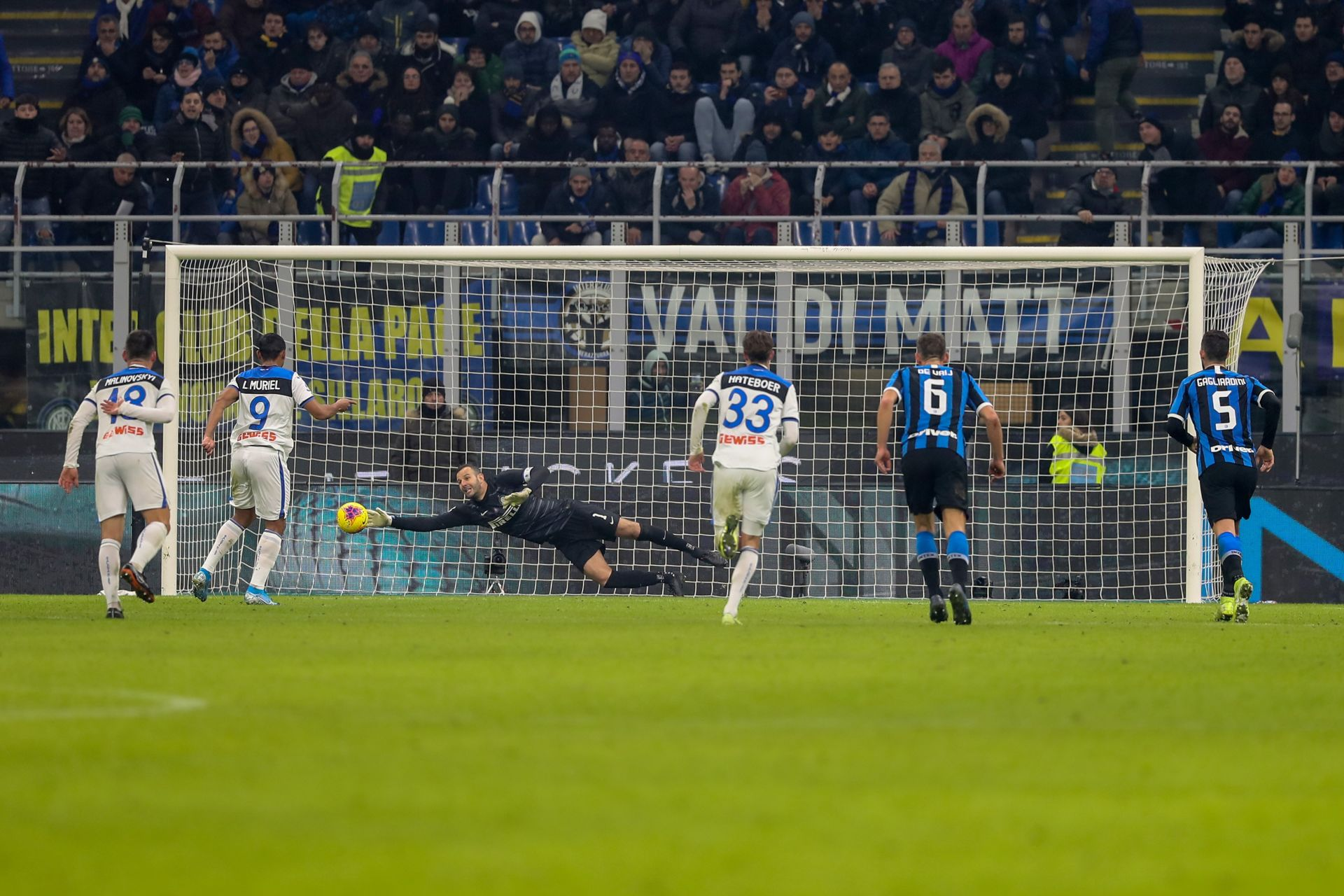 Samir Handanovic of FC Internazionale saves penalty on Luis Muriel of Atalanta BC during the Serie A match between FC Internazionale and Atalanta BC at Stadio Giuseppe Meazza Milan Italy on 11 January 2020. (Photo Fabrizio Carabelli) PILKA NOZNA SEZON 2019/2020 LIGA WLOSKA FOT. SPORTPHOTO24/NEWSPIX.PL ENGLAND OUT! --- Newspix.pl *** Local Caption *** www.newspix.pl mail us: info@newspix.pl call us: 0048 022 23 22 222 --- Polish Picture Agency by Ringier Axel Springer Poland
