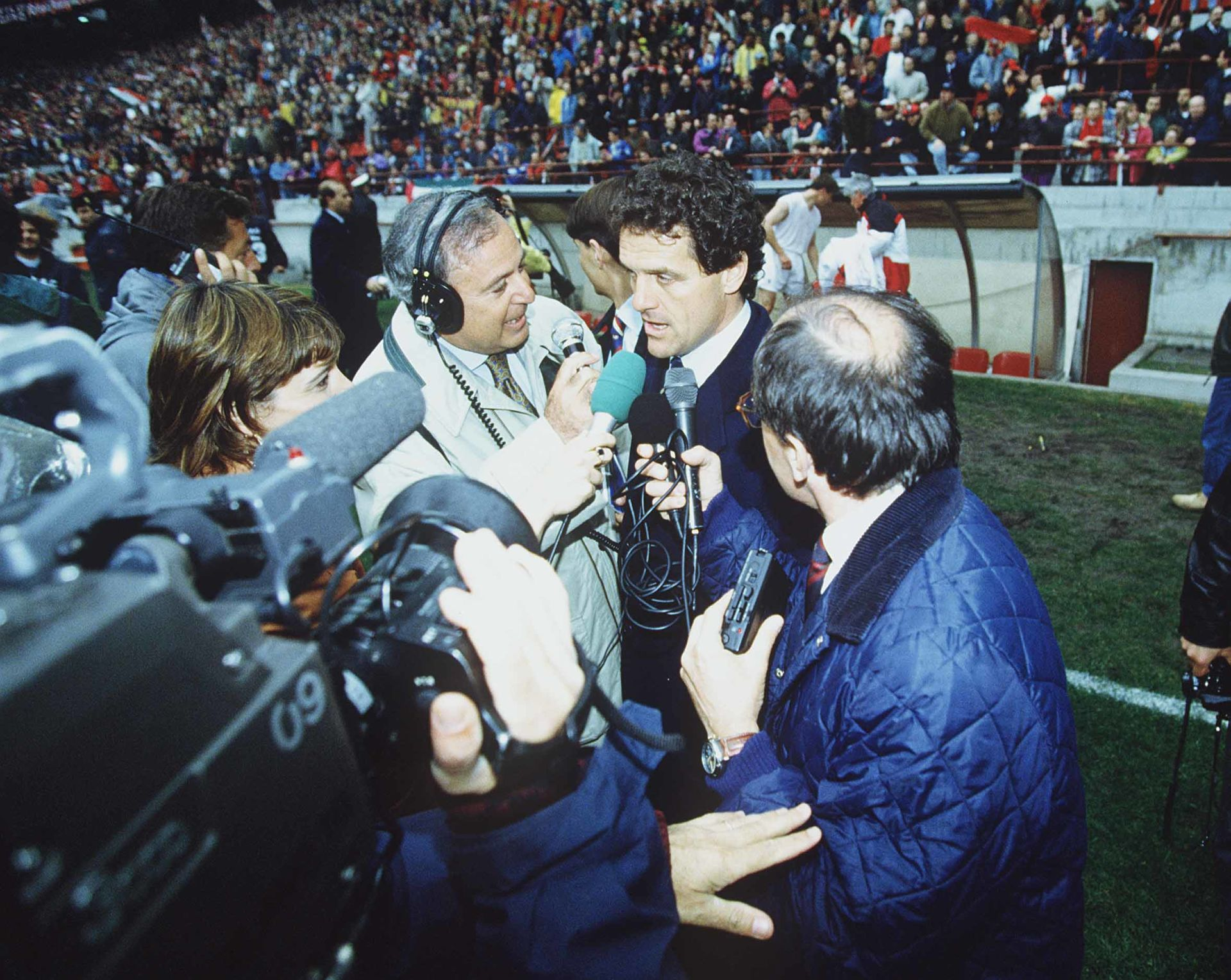"Fabio Capello (Milan), APRIL 17, 1994 - Football / Soccer : AC Milan head coach Fabio Capello is interviewed after winning their 14th Serie A league title ""Scudetto"" after the Italian ""Serie A"" match between AC Milan 2-2 Udinese at Stadio Giuseppe Meazza in Milan, Italy. (Photo by Maurizio Borsari/AFLO) [0855] LIGA WLOSKA SERIE A PILKA NOZNA ARCHIWALNE FOT AFLO/NEWSPIX.PL POLAND ONLY !!! --- Newspix.pl *** Local Caption *** www.newspix.pl mail us: info@newspix.pl call us: 0048 022 23 22 222 --- Polish Picture Agency by Ringier Axel Springer Poland"