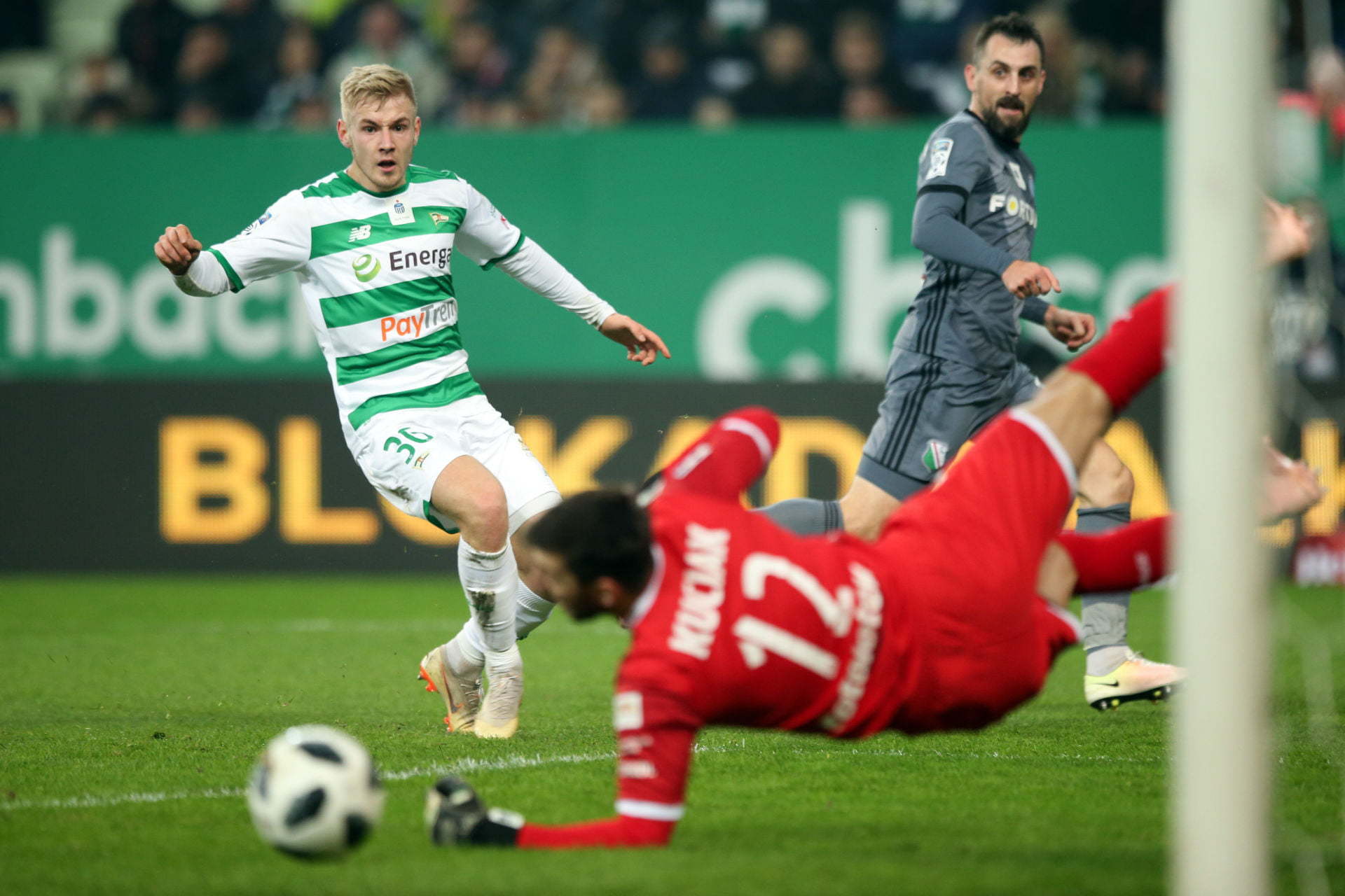 GDANSK 09.12.2018 MECZ 18. KOLEJKA LOTTO EKSTRAKLASA SEZON 2018/19: LECHIA GDANSK - LEGIA WARSZAWA --- POLISH FOOTBALL TOP LEAGUE MATCH: LECHIA GDANSK - LEGIA WARSAW TOMASZ MAKOWSKI DUSAN KUCIAK MICHAL KUCHARCZYK FOT. PIOTR KUCZA/ 400mm.pl